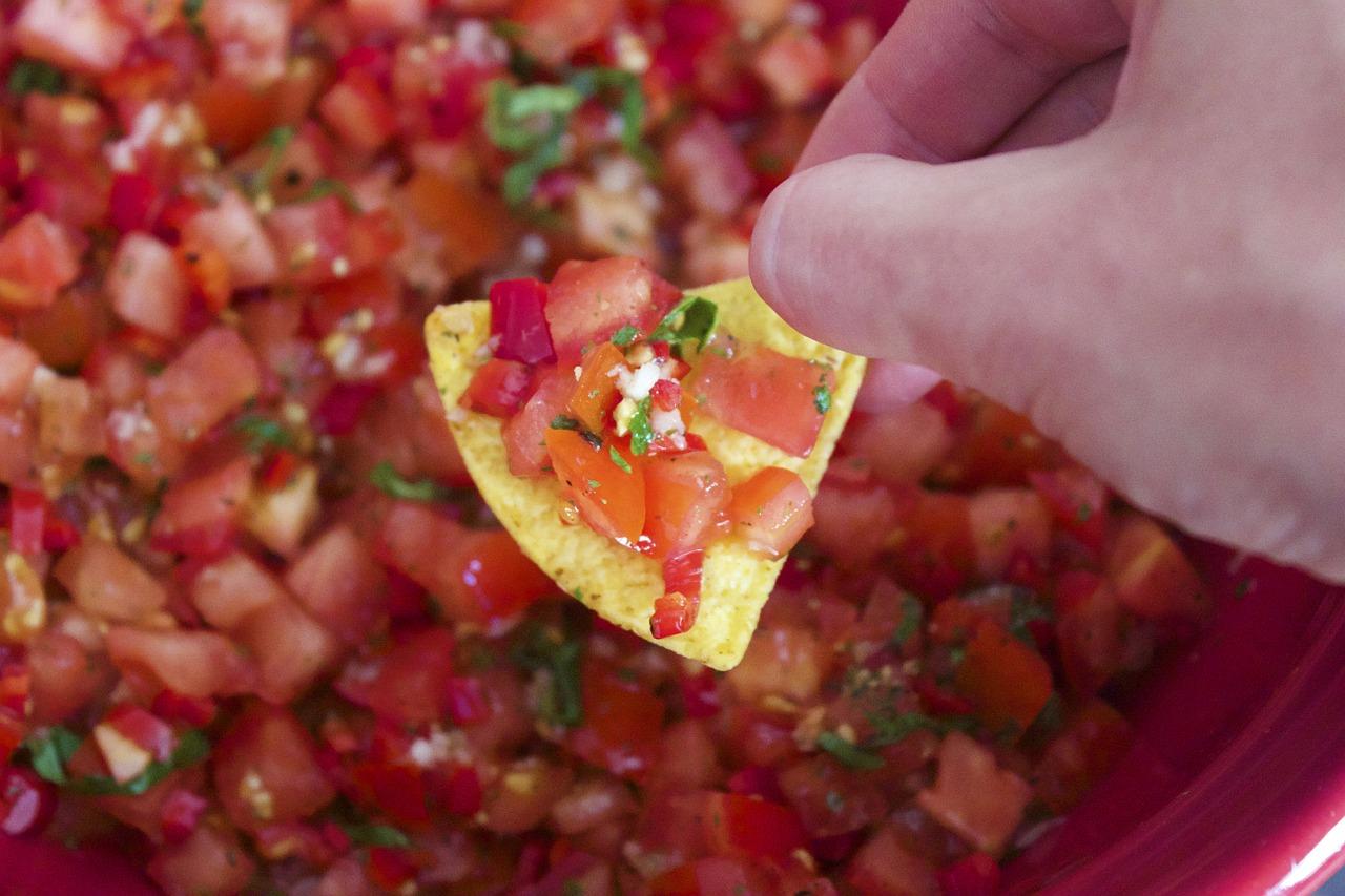 Bild Tomaten Salsa mit Tortilla Chip